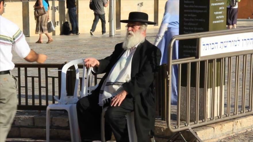 Mendigo israelí en la ciudad de Al-Quds (Jerusalén).