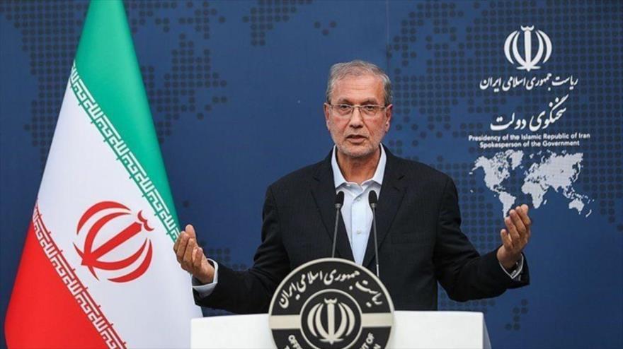 El portavoz del Gobierno de Irán, Ali Rabiei, habla durante una rueda de prensa en Teherán, la capital.