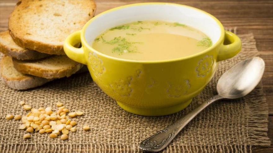 Sopa de guisantes amarillos.