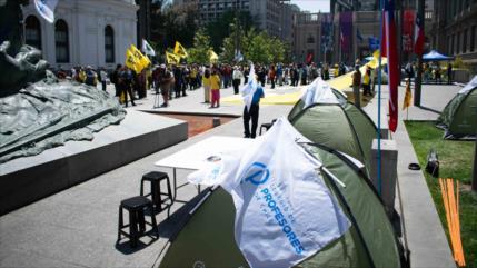 Instalan un campamento de protesta frente al Congreso de Chile
