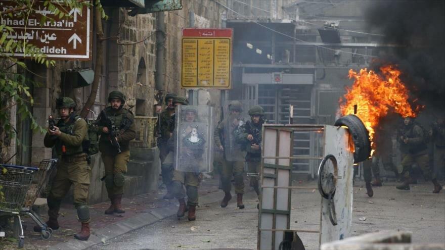 Vídeo: Fuerzas israelíes reprimen protesta contra colonias en Al-Jalil