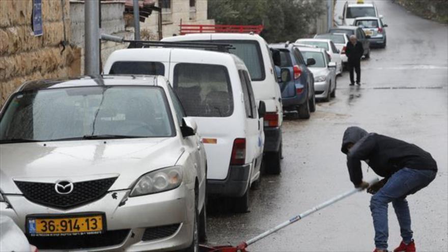 Colonos vándalos israelíes dañan 160 coches palestinos en Al-Quds | HISPANTV