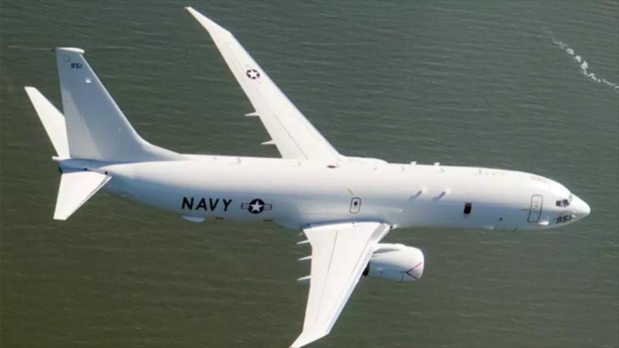Avión espía Poseidon-8 de la Marina estadounidense en pleno vuelo.