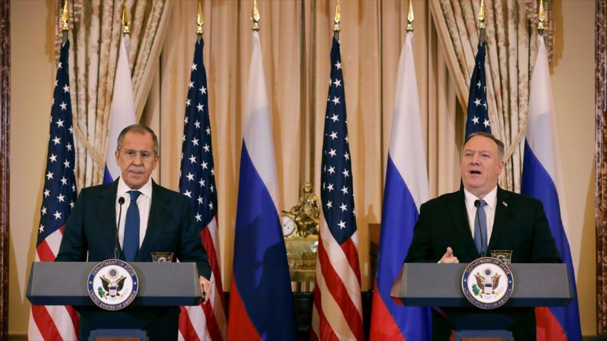 El secretario de Estado de EE.UU., Mike Pompeo (dcha.) y el Canciller ruso, Serguéi Lavrov, en Washington 10 de diciembre de 2019. (Foto: AFP)