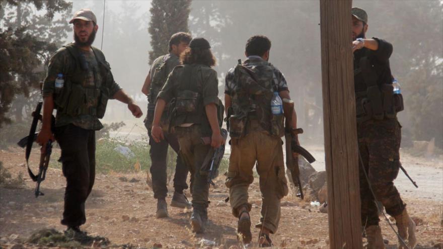 Terroristas de la banda extremista Frente Al-Nusra (autoproclamado Frente Fath Al-Sham) en el norte de Siria.