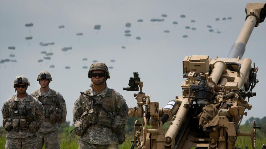 Militares del Ejército de EE.UU., participan en unas maniobras de la OTAN en Europa.