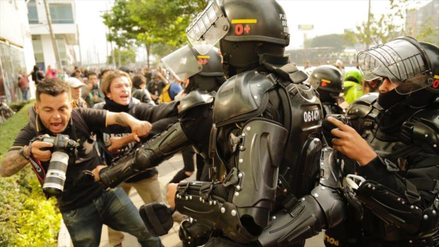 Se viralizan vídeos de represión de estudiantes en Colombia