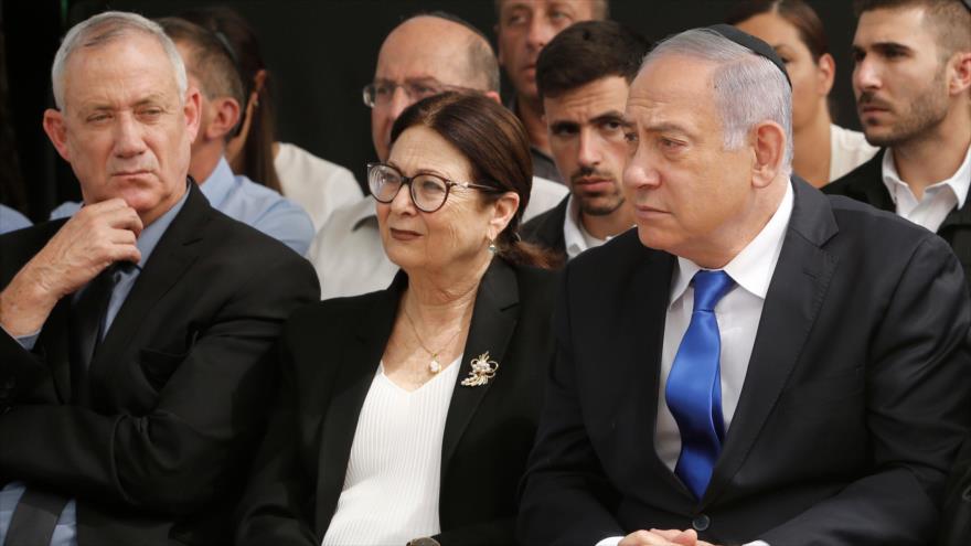 El premier israelí, Benjamín Netanyahu, y Benny Gantz, el dirigente del partido Azul y Blanco, en una ceremonia en Al-Quds (Jerusalén), 19 de septiembre de 2019.