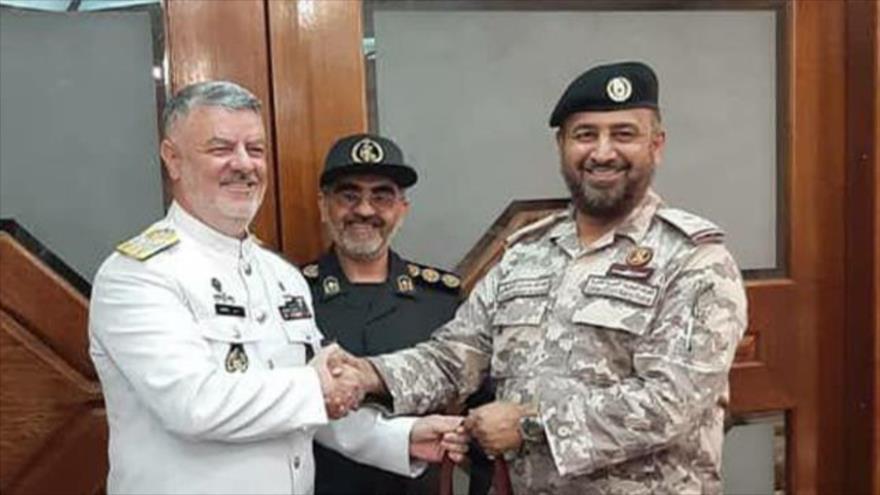 El comandante de la Fuerza Naval del Ejército de Irán, Hosein Janzadi y su par catarí en Doha, 12 de diciembre de 2019.