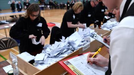 Conservadores ganan la mayoría parlamentaria en el Reino Unido