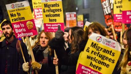 """""""No es mi premier""""; así protestan los británicos contra Johnson"""