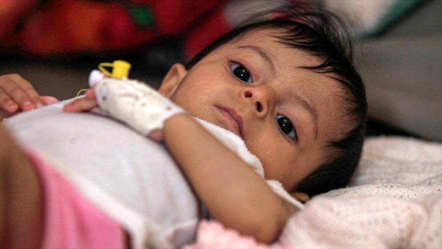 Un niño yemení en el hospital Al-Sabeen en Saná, la capital de Yemen, 22 de junio de 2019. (Foto: AFP)