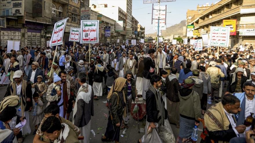 Los yemeníes se manifiestan en Saná, capital de Yemen, contra las agresiones de Arabia Saudí, 28 de junio de 2019. (Foto: AFP)