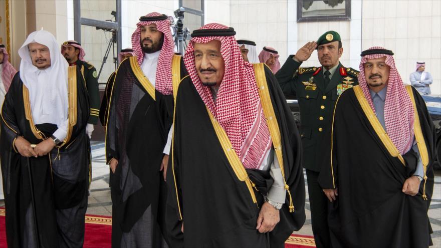 El rey saudí, Salman bin Abdulaziz Al Saud, antes de participar en una reunión en Riad, la capital, 20 de noviembre de 2019. (Foto: AFP)