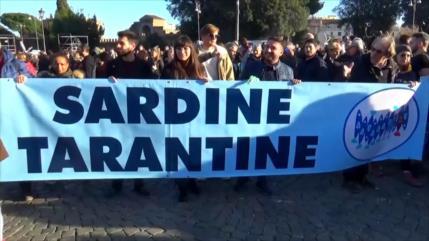 "Miles de ""sardinas"" protestan en Italia contra políticas de Salvini"