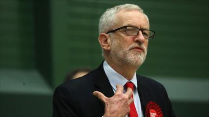 Corbyn entona el mea culpa por 'contundente' derrota de su partido