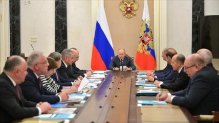 Putin celebra posición rusa en mercado de armas pese a sanciones