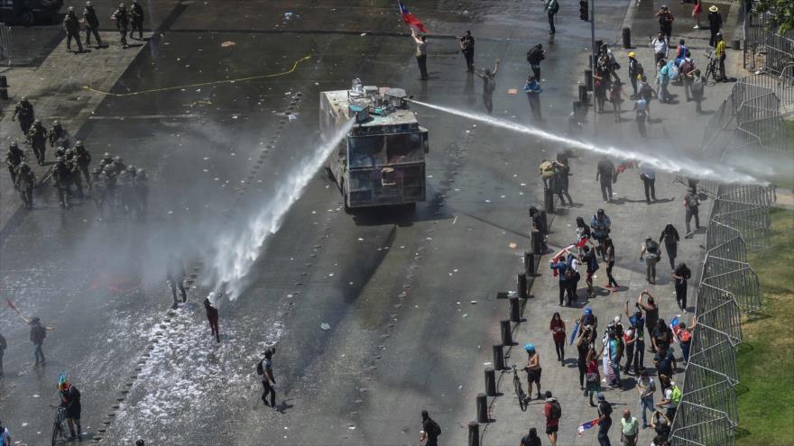 Una ONG chilena denuncia uso de soda caústica por Carabineros | HISPANTV