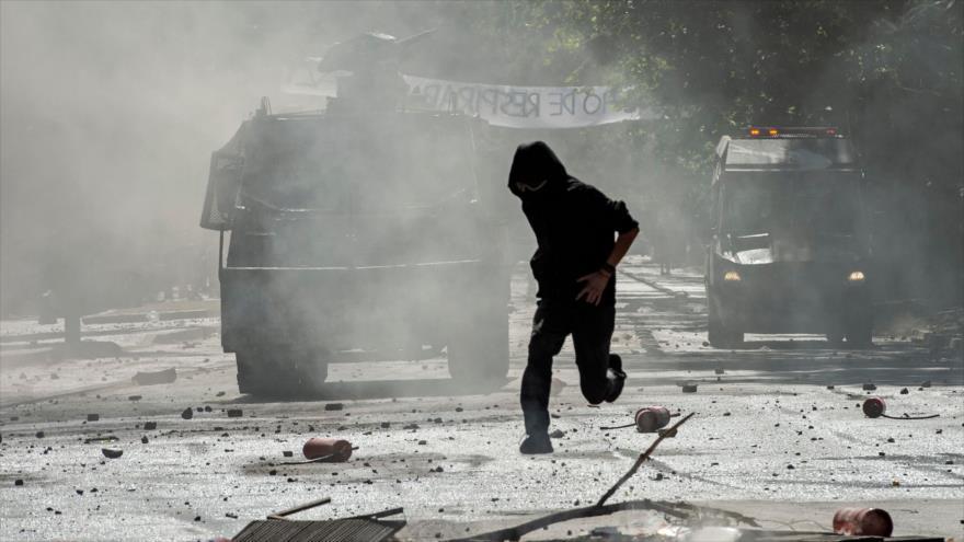 Policía antidisturbios de Chile dispersa a manifestantes durante una protesta contra el Gobierno, 10 de diciembre de 2019. (Foto: AFP)