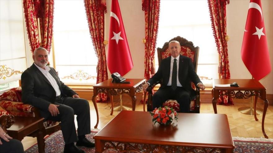 El presidente turco, Recep Tayyip Erdogan, recibe al jefe de la dirección política de HAMAS, Ismail Haniya, en Estambul, 14 de diciembre 2019.