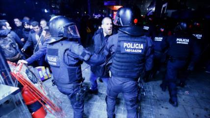 Vídeo: Policía reprime a manifestantes en puertas del Camp Nou