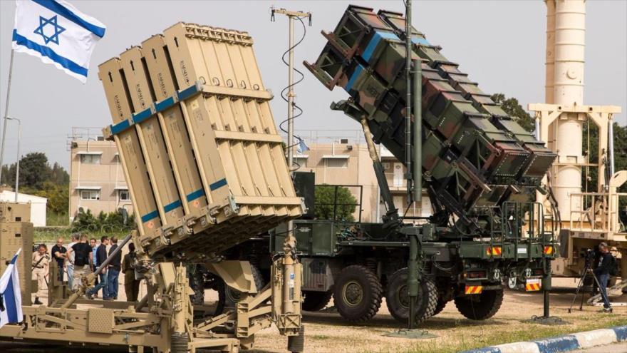El sistema antimisil israelí Cúpula de Hierro y un sistema de defensa antimisiles Patriot de EE.UU., durante un ejercicio militar, 8 de marzo de 2018.