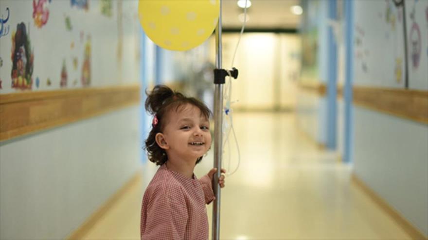 Una niña iraní con cáncer.