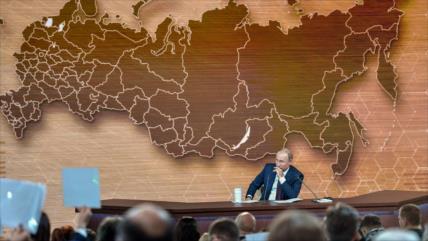 Putin trata temas internacionales en conferencia anual de prensa