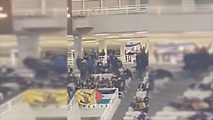 Hinchas griegos queman bandera de Israel en partido de baloncesto
