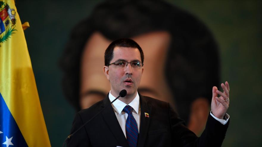 El canciller venezolano, Jorge Arreaza, habla en una rueda de prensa en Caracas, la capital, 6 de agosto de 2019. (Foto: AFP)