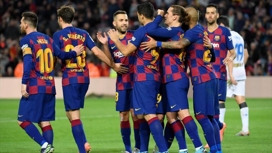 Los jugadores del equipo F.C. Barcelona, después de un partido de La Liga española, en el estadio Camp Nou de Barcelona, 21 de diciembre de 2019. (Foto: AFP)