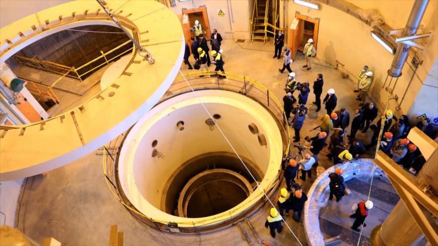 Los técnicos ponen en marcha el circuito secundario del reactor de agua pesada de Arak, en el centro de Irán, 23 de diciembre de 2019. (Foto: AFP)