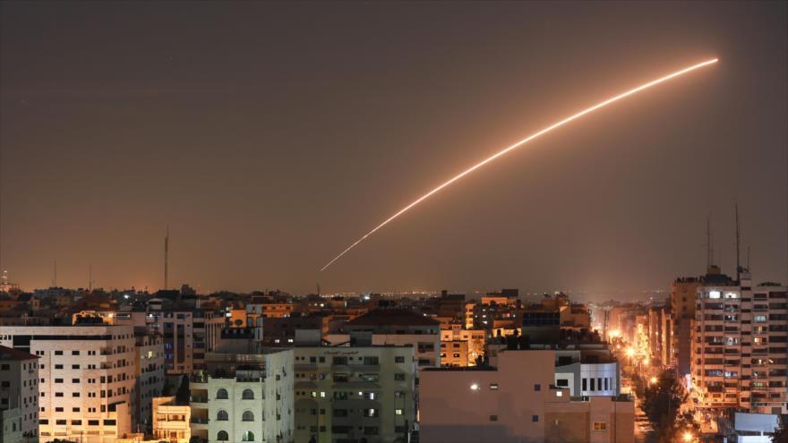 Un misil israelí lanzado desde los territorios ocupados palestinos, 12 de noviembre de 2019. (Foto: AFP)