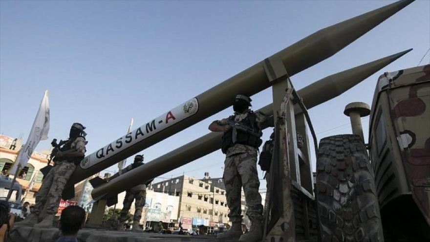 Fuerzas de HAMAS presentan Qassam, un misil de fabricación palestina.