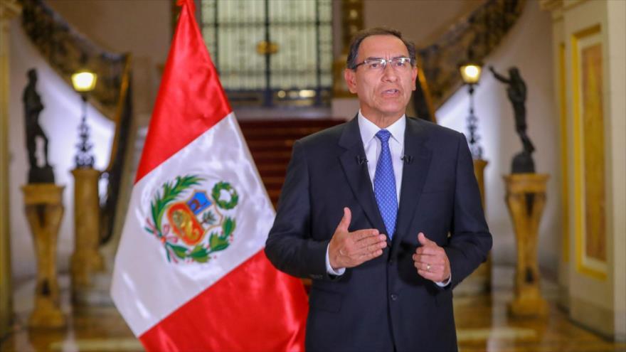 El presidente de Perú, Martín Vizcarra, ofrece un mensaje a la nación desde el palacio de Gobierno en Lima