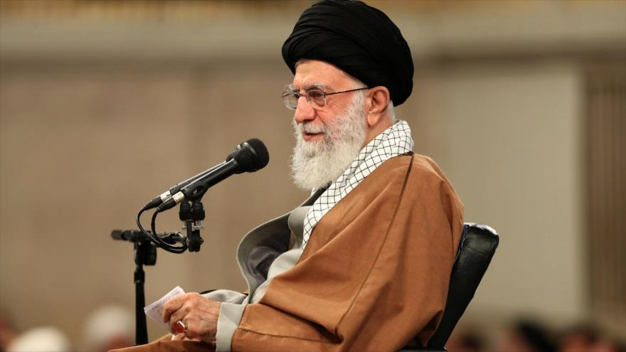 El líder de Irán, el ayatolá Seyed Ali Jamenei, durante una reunión en Teherán, la capital iraní, 27 de noviembre de 2019. (Foto: Khamenei.ir)