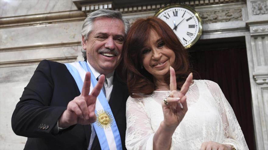 Presidente argentino, Alberto Fernández- y su vicepresidenta, Cristina Fernández, en el Congreso de Buenos Aires, 10 de diciembre de 2019. (Foto: AFP)