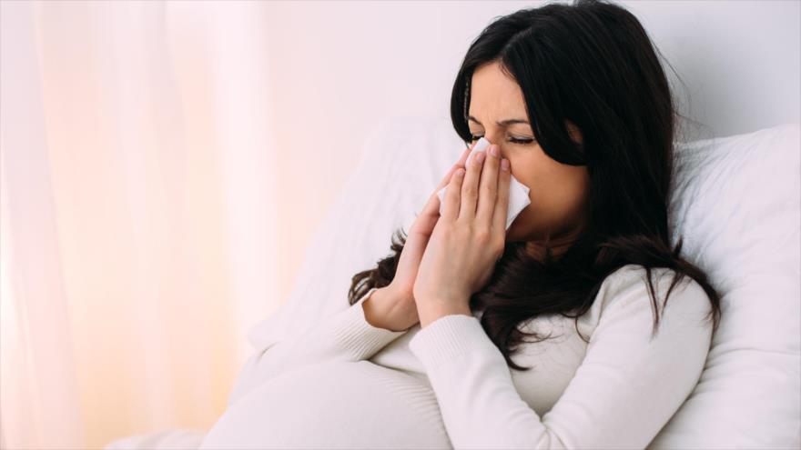 Nuevo estudio revela que el virus del resfriado común puede penetrar en la placenta.