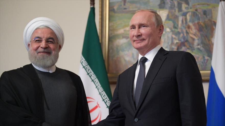 El presidente de Irán, Hasan Rohani (izda.), y su homólogo ruso, Vladimir Putin, Ereván, capital armenia, 1 de octubre de 2019. (Foto: AFP)
