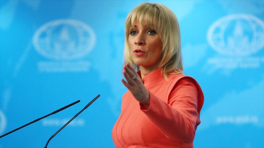 La vocera de la Cancillería rusa, María Zajárova, habla durante una rueda de prensa en Moscú, la capital del país.