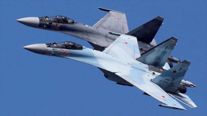 Aviones de combate Su-35 rusos vuelan en un ensayo en la región rusa de Krasnoyarsk, 1 de agosto de 2019. (Foto: Reuters)
