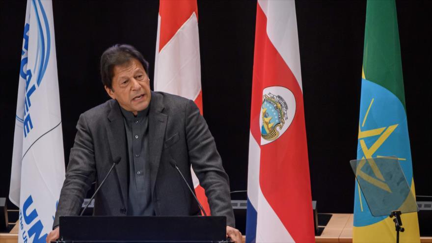 El primer ministro de Paquistán, Imran Jan, pronuncia un discurso en la ciudad suiza de Ginebra, 17 de diciembre de 2019. (Foto: AFP)