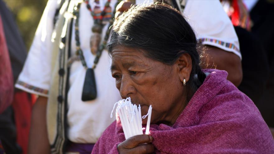 Una mujer indígena maya en la ceremonia de conmemoración del fin de la guerra civil, sitio arqueológico de Kaminaljuyú, Guatemala, 29 de diciembre de 2019. (Foto: AFP)