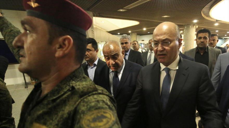 El primer ministro iraquí, Adel Abdul-Mahdi (c) junto al presidente Barham Salih (dcha.), Bagdad, 2 de octubre de 2018. (Foto: AFP)