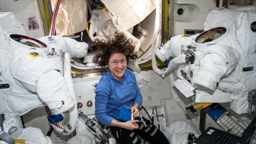 La astronauta Christina Koch bate el récord de permanencia de una mujer en el espacio.