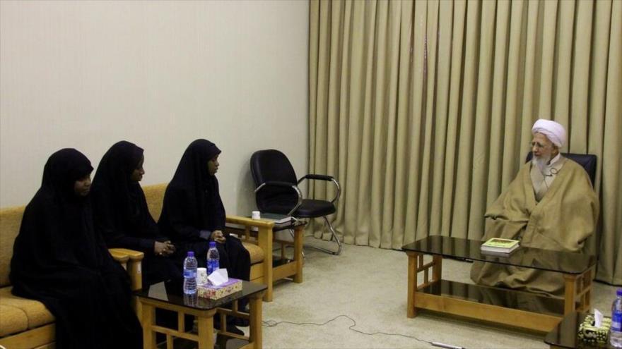 Las hijas de sheij Ibrahim al-Zakzaky, en un encuentro con el clérigo iraní Ayatolá Abdolá Yavadi Amoli en Qom, Irán, 29 de diciembre de 2019.