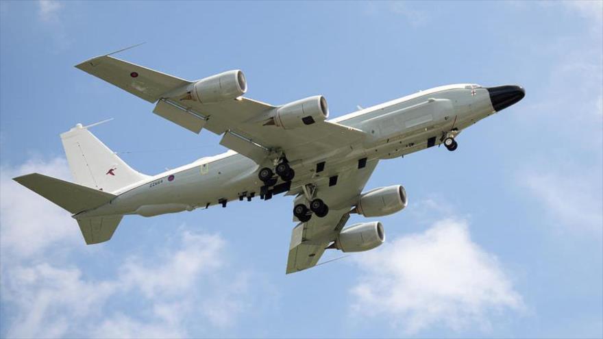 Un avión espía de Estados Unidos, modelo Boeing RC-135.