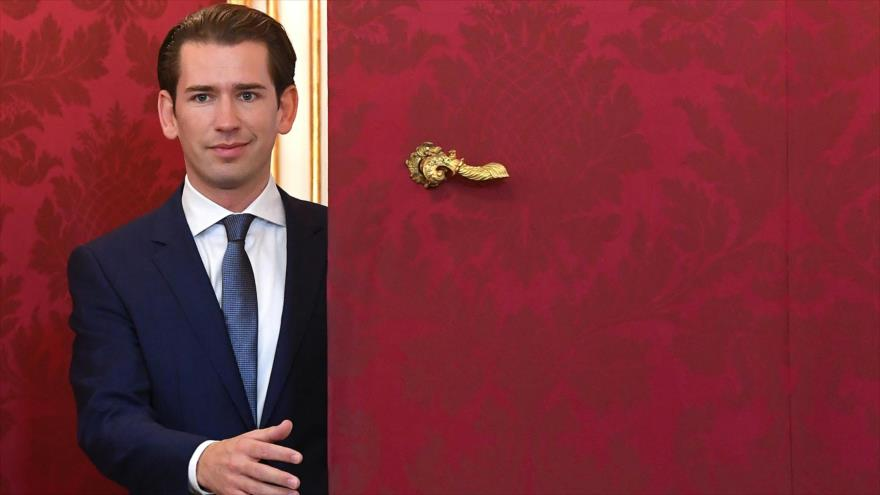 El recién elegido canciller de Austria, Sebastian Kurz, en el palacio Hofburg en Viena, 2 de octubre de 2019. (Foto: AFP)
