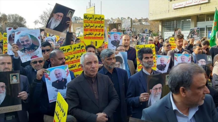 Iraníes marchan en repudio al asesinato de Soleimani por EEUU