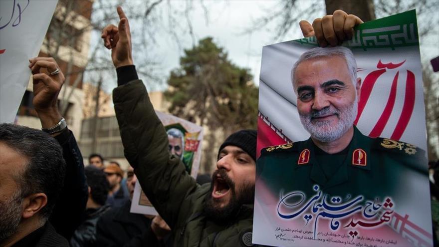 Una protestas de los iraníes por el asesinato del general iraní Qasem Soleimani por EE.UU. en Teherán, 3 de enero de 2020. (Foto: Fars)